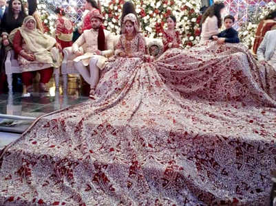 This Pakistani bride's 100 kg lehenga is going VIRAL