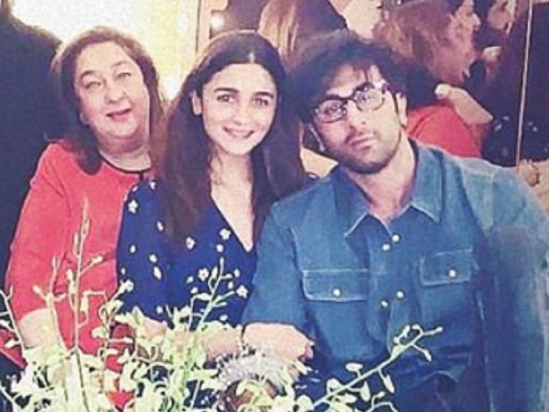 Alia Bhatt holding boyfriend Ranbir Kapoor's hand in THIS throwback picture is all things cute