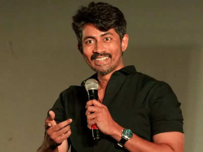 Karthik Kumar requests people to support the accusers of Vairamuthu