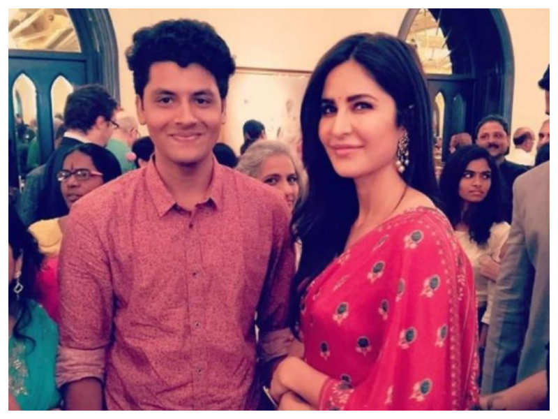 THIS throwback picture of Katrina Kaif posing with a fan in a saree is a sight for the sore eyes