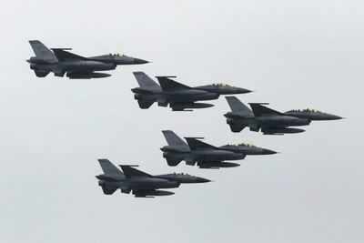 Chinese jet fighter briefly enters Taiwan airspace