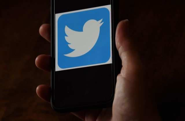 Twitter may roll out emoji tweet reactions