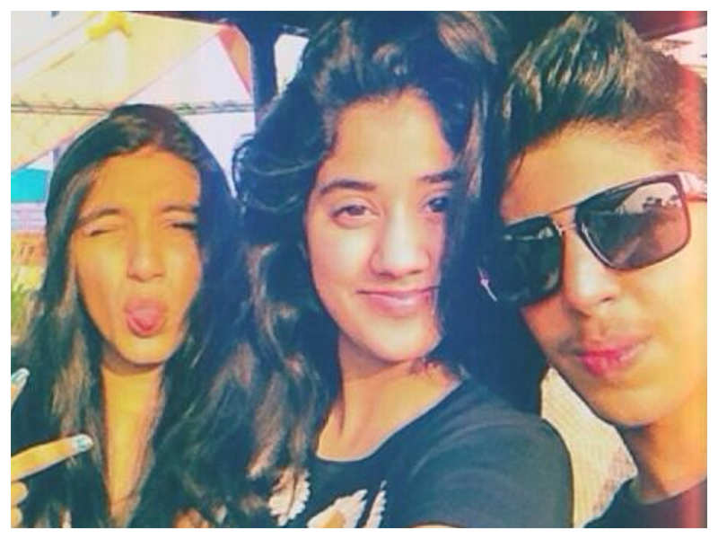 THIS pretty throwback picture of Janhvi Kapoor with her friends is simply unmissable!