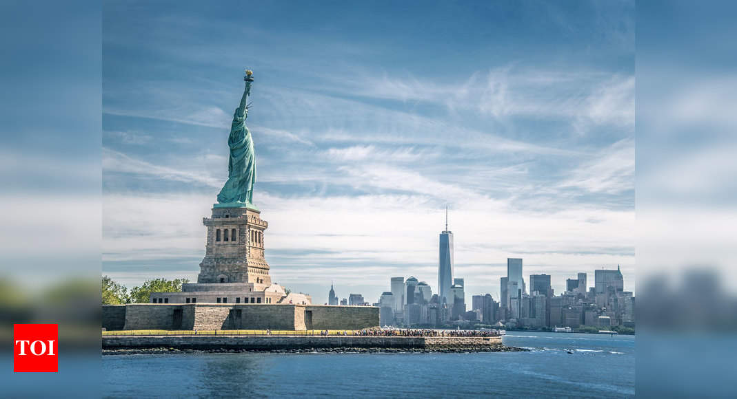 US Supreme Court rules against Trump bid to end 'Dreamers' immigrant program thumbnail