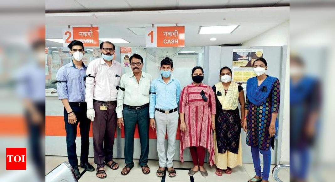 Bank Staff Protest Against Cop Attack Wear Black Ribbon Surat News Times Of India