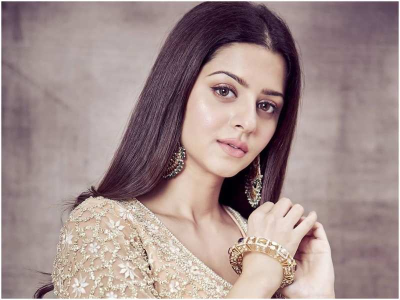 You cannot miss Vedhika grooving to 'Ghar More Pardesiya'