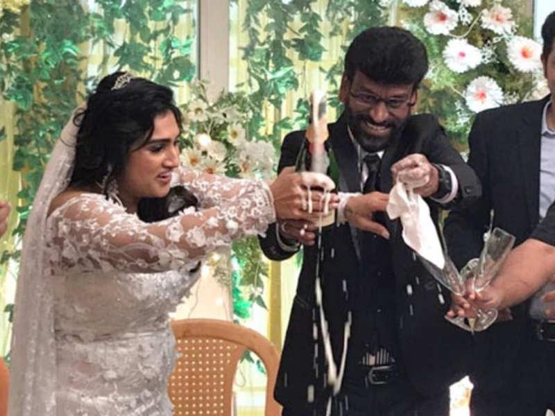 Vanitha Vijayakumar and Peter Paul marriage photos out!