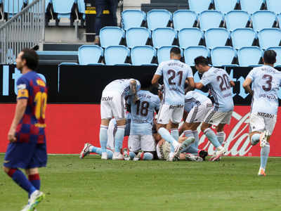 Late Aspas free-kick deals Barcelona huge title blow