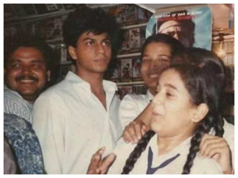 You simply cannot miss this UNSEEN picture of Shah Rukh Khan from his younger days
