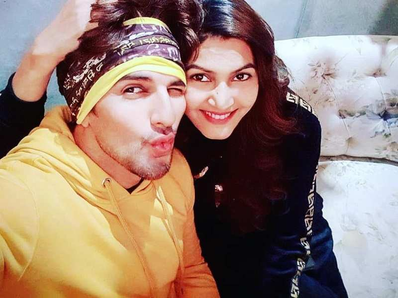 Bestie Avika Gor joins Manish Raisinghan and wife-to-be Sangeita Chauhaan's virtual mehendi and sangeet ceremony