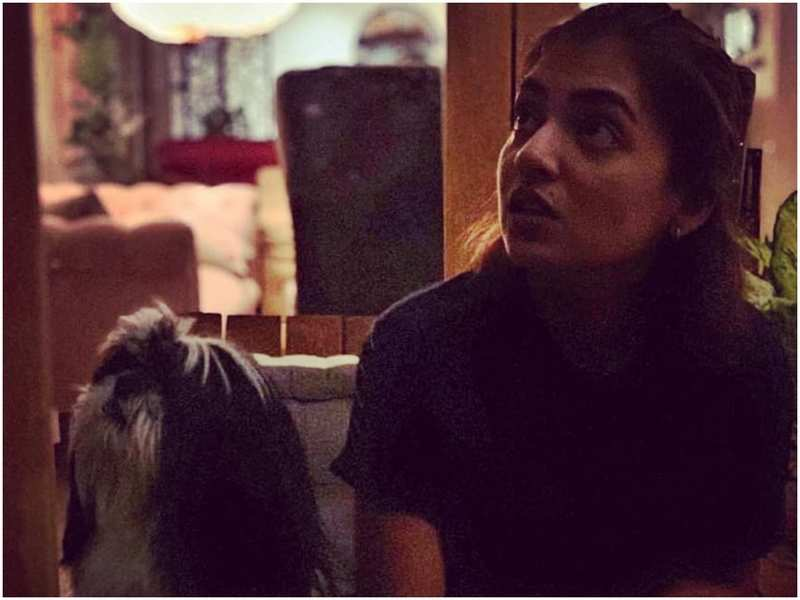 Nazriya Nazim shares a hilarious post on how she and Oreo react while Fahadh Faasil talks!