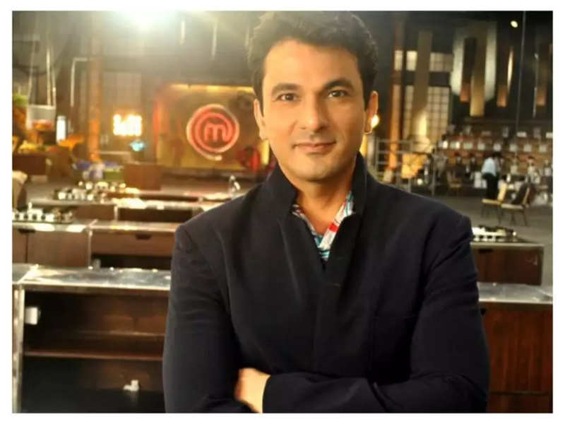 Celebrity Chef Vikas Khanna's reply to news anchor wins internet