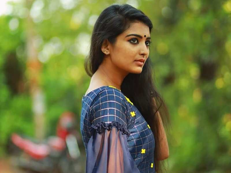 """Playing Karthika is a complete change over for me,"" actress Snisha Chandran on Karthikadeepam"