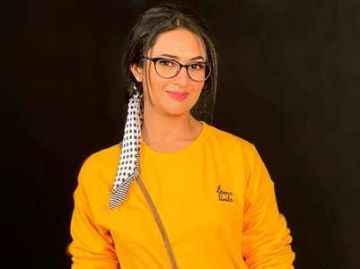 Divyanka sports a nerdy look; see pic