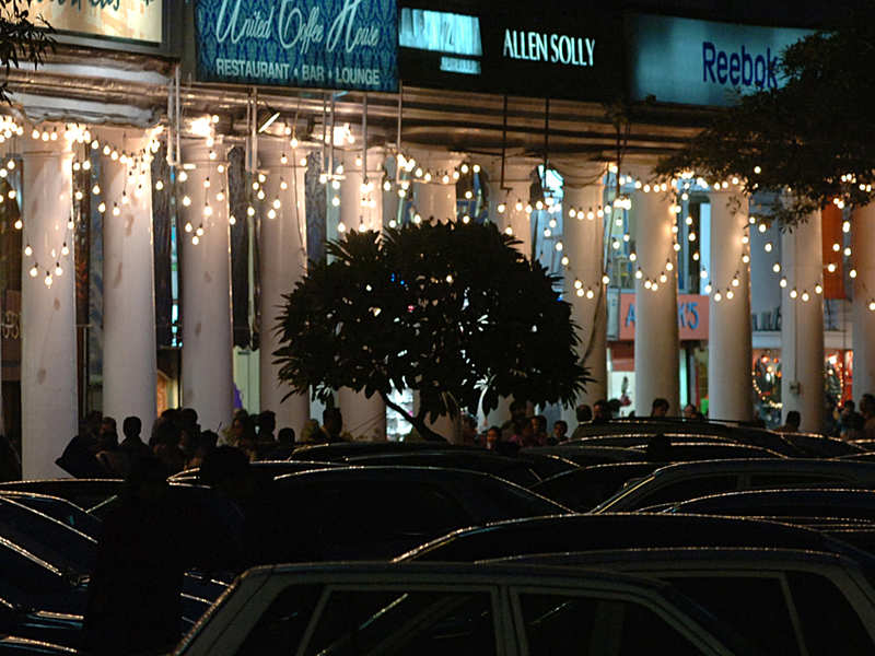 Owners of restros in Connaught Place (CP) are approaching authorities to grant them permission for outdoor or terrace dining (photo for representational purposes only)