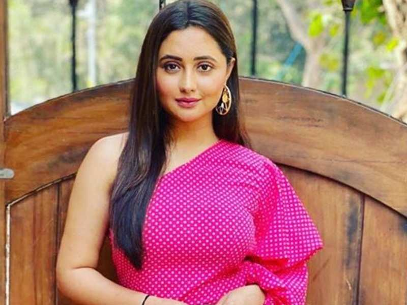 Bigg Boss 13's Rashami Desai urges fans to support the government's ban on Chinese apps