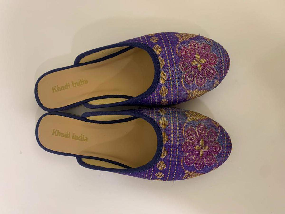 Agra shoe industry goes for khadi after