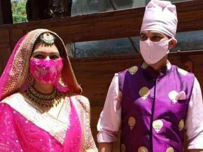 Manish welcomes Sangeita in filmy style