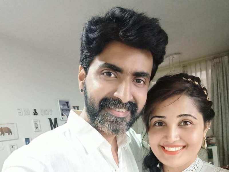 Sandra Amy shares an adorable note for hubby Prajin Padmanabhan on completing 12 years of togetherness