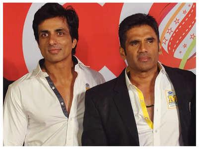 Suniel Shetty heaps praise on Sonu Sood