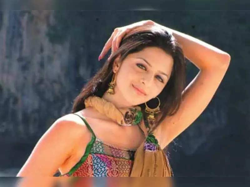 Vedhika's dance moves for Taki Taki is going viral