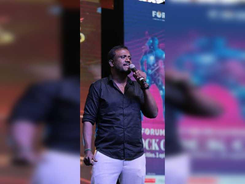 Singer Sathyan raises funds for musicians