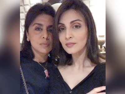 Riddhima's 'Thursday night dinner' with Neetu
