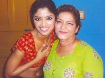 Sayantani mourns the demise of  Saroj Khan