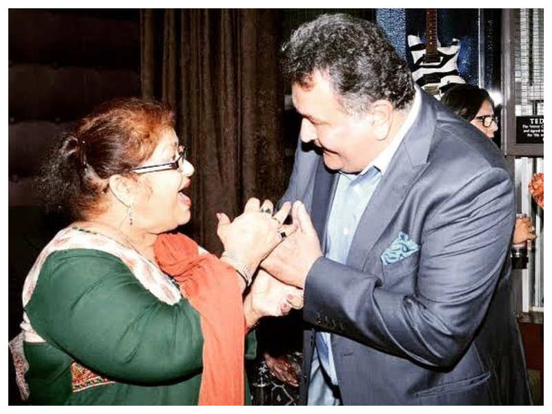 THIS happy throwback picture of Saroj Khan and Rishi Kapoor is a treat for their fans