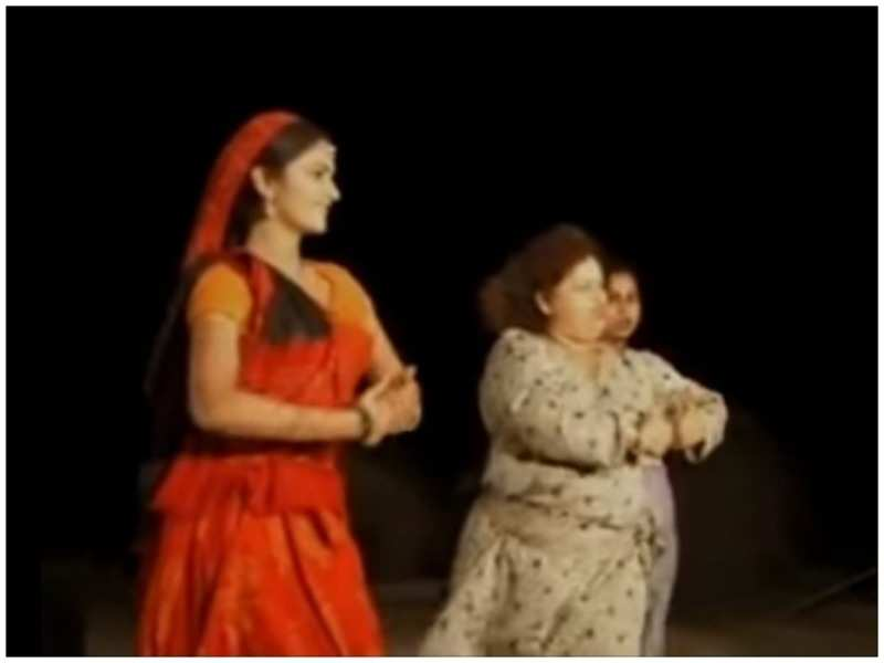 Gracy Singh with Saroj Khan on the sets of Lagaan