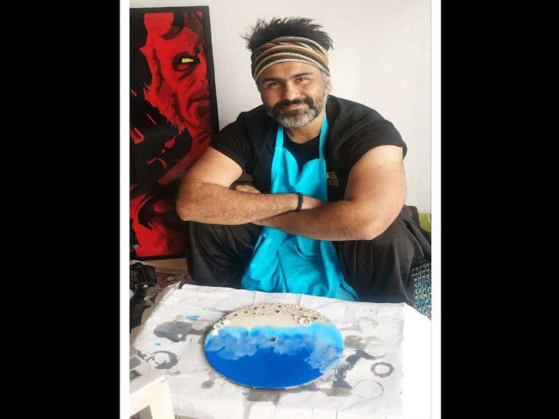 Aarya Babbar tried a hand at Resin Art, and the results will amaze you