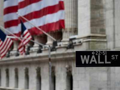 S&P 500 posts modest gains, winning streak at risk