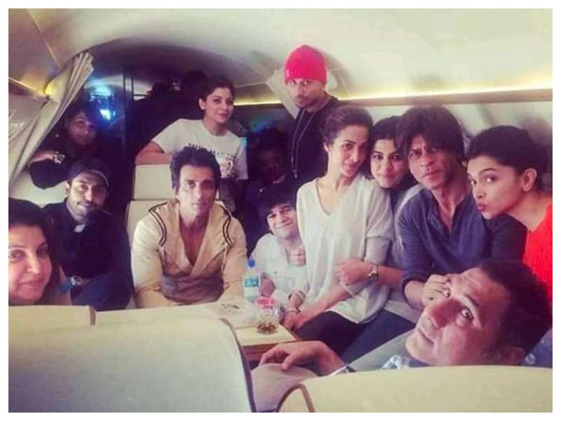 THIS BTS picture of Shah Rukh Khan, Deepika Padukone and others from 'Happy New Year' will make you revisit the film