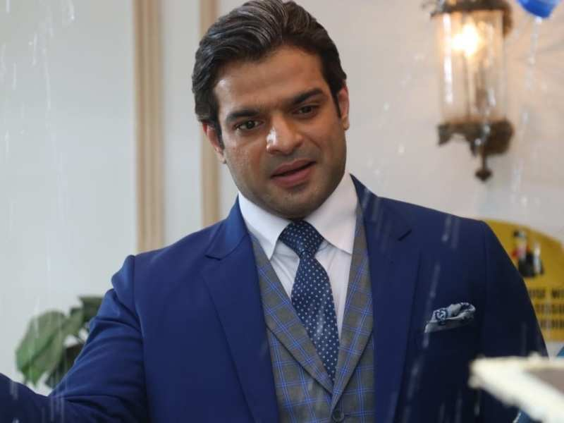 Karan Patel makes a smashing entry on set as the new Mr Bajaj in Kasautii Zindagii Kay; see pics of his new look
