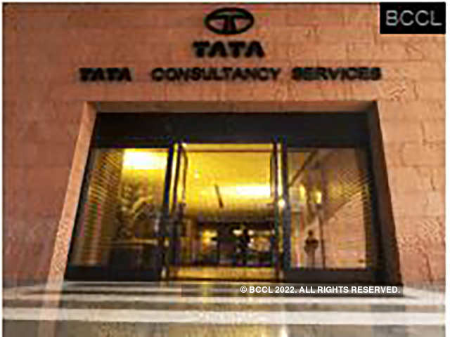 TCS, the country's largest software exporter, which will declare the first quarter numbers on Thursday, expects to report 2.3% sequential drop in revenue at Rs 39,044.9 crore.