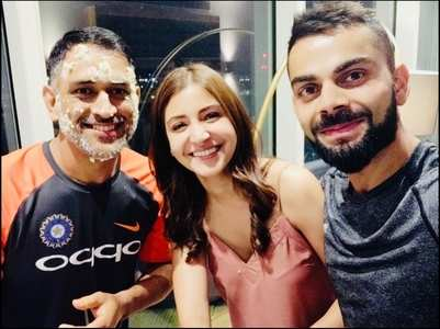 When Virushka celebrated Dhoni's b'day