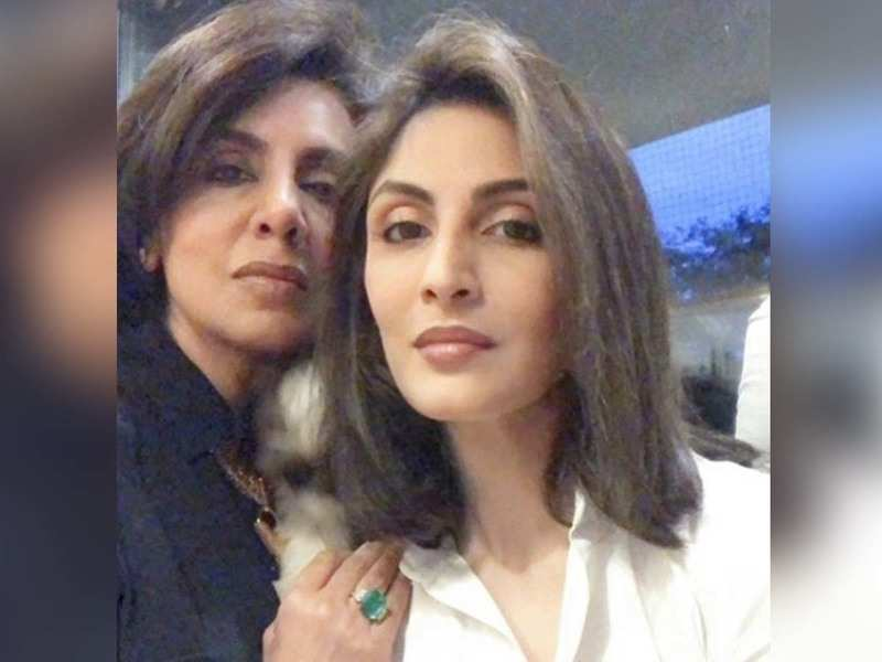 Riddhima Kapoor Sahni and mother Neetu Kapoor pose for a sweet selfie as  they get ready for the latter's birthday dinner!   Hindi Movie News - Times  of India
