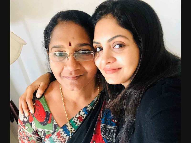 Gayathri Arun's sweet, funny birthday message for mother
