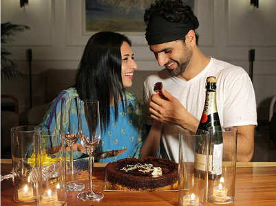 Divyanka and Vivek celebrate 4th anniversary