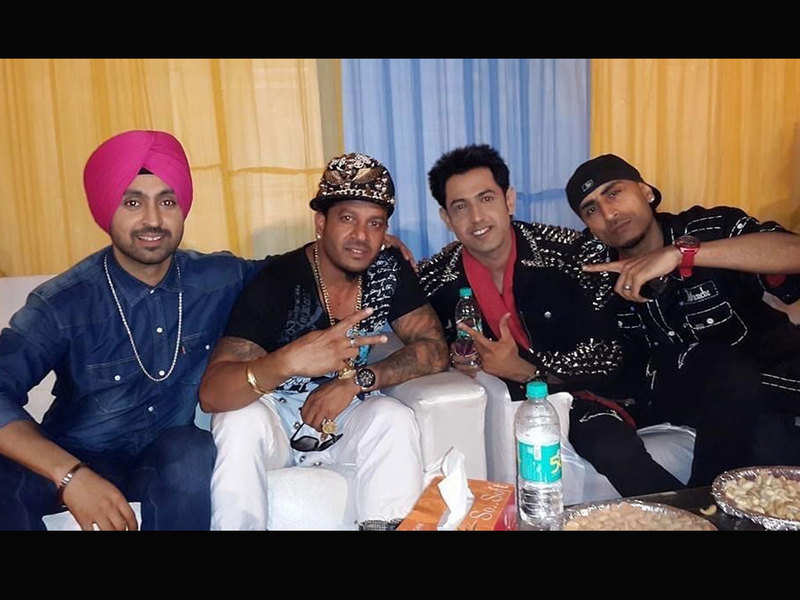 This throwback picture of Gippy Grewal with Diljit Dosanjh, Dr. Zeus and Jazzy B is a perfect dose of nostalgia
