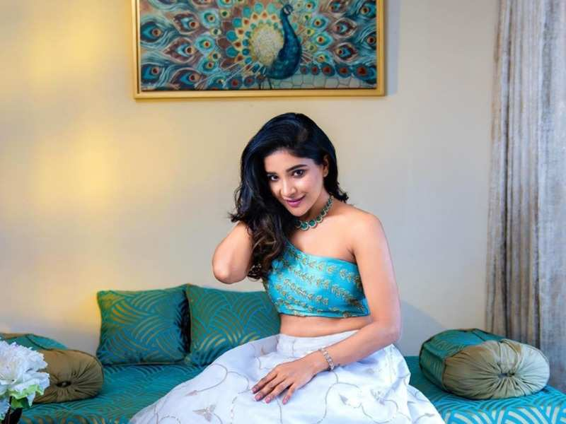 Bigg Boss Tamil 3 fame Sakshi Agarwal flaunts her transformation; says 'bullies at school called me Gundu Foosnika' (Photo - Instagram)