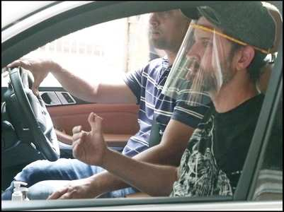 Pics: Hrithik gets spotted in the city