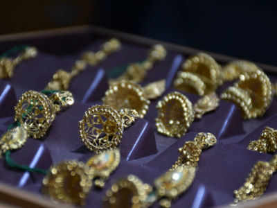 Gold dealers charge premiums as imports, smuggling stall