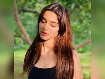 Saiee shares a mesmerising sun-kissed picture