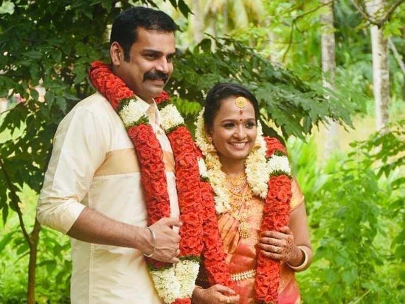 Bigg Boss Malayalam fame Pradeep Chandran gets married to Anupama; BB team showers blessing via LIVE video