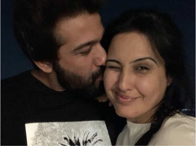Kamya reunites with hubby Shalabh in Mumbai