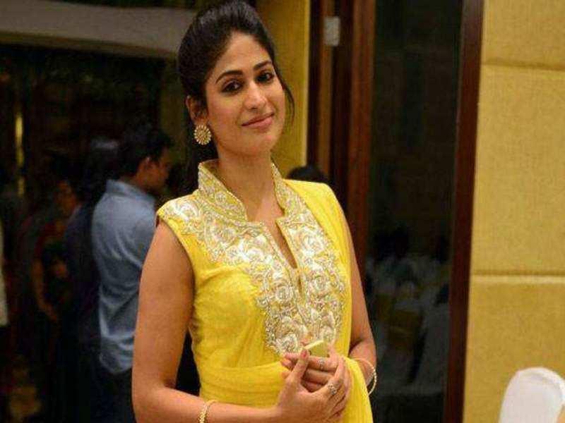 Vijayalakshmi congratulates her father director Agathiyan on Kadhal Kottai anniversary