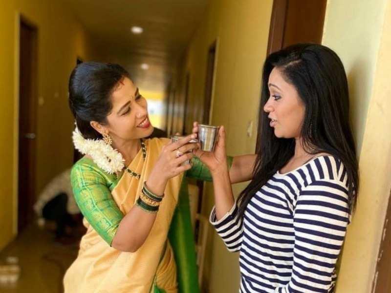 When Sembaruthi fame Laxmi bumped into BFF Sandhya Jagarlamudi (Photo - Instagram)