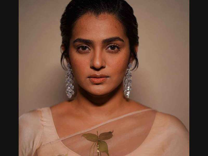 Parvathy responds to Vidhu's complaints against her