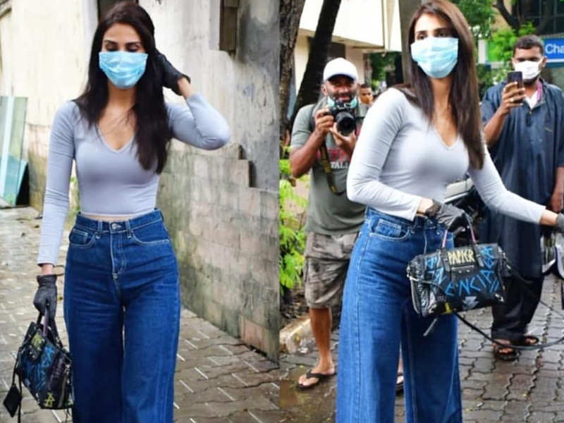 Is this Vaani Kapoor's  new look for Akshay Kumar starrer 'Bell Bottom'?